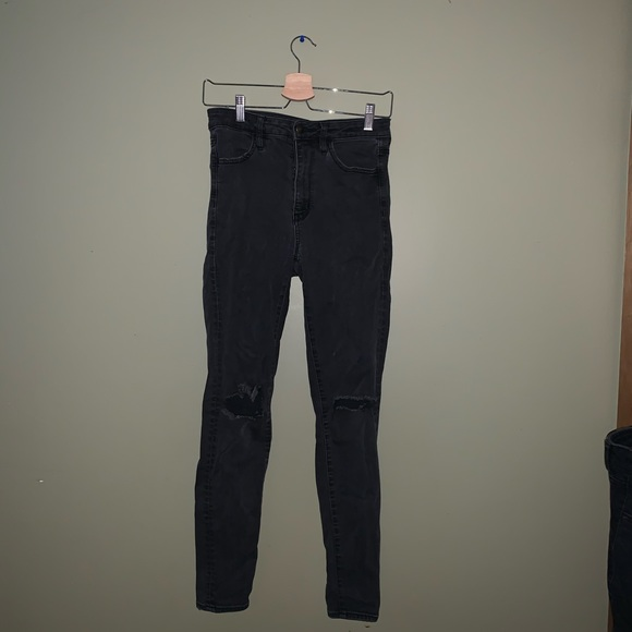 American eagle knee rip jeans